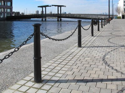 BRU523 Brunel cast iron bollards used with chain links