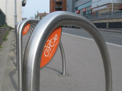 FIN480 S CP Fin cycle stand with corner plate and vinyl graphics