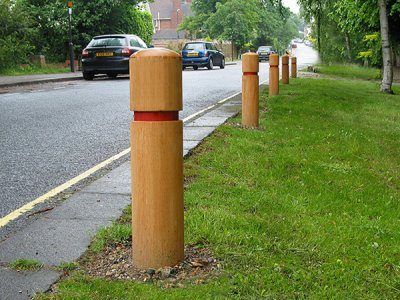 ARP150/500 Ashdown hardwood timber bollards with groove & tape