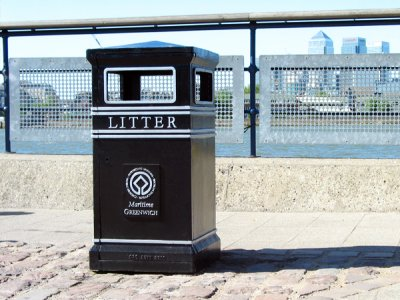 COV702 LR Covent Garden Square litter bin with plaque (special commission)
