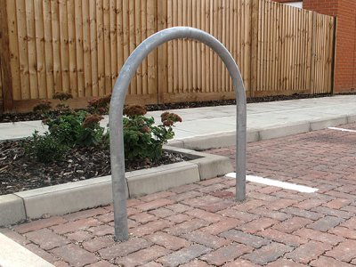 DST750 District galvanised steel cycle stand