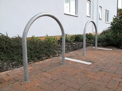DST750 District galvanised steel cycle stands