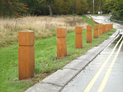 ESG150/900 Epping hardwood timber bollards with groove