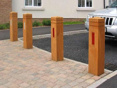 ESG200/1500 Epping timber bollards with reflective strips (special commission)