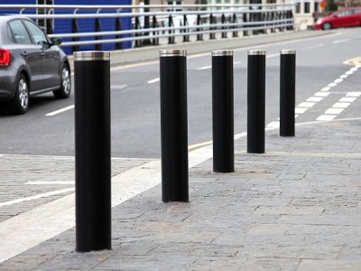LNB 700 Kenton steel bollard with stainless steel cap