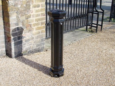 SMK500F Smoke King cigarette ash waste bollard