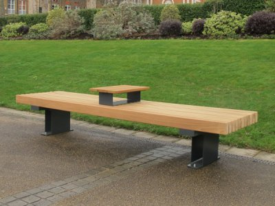 RailRoad Inline Edge independent bench with tablet surface