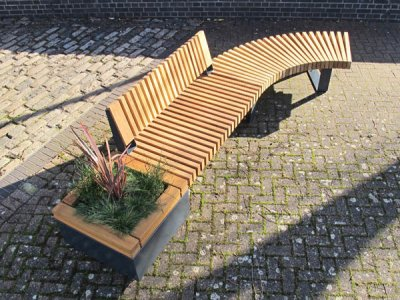 RailRoad 470mm high planter in start position with one straight seat with backrest and one curved bench.