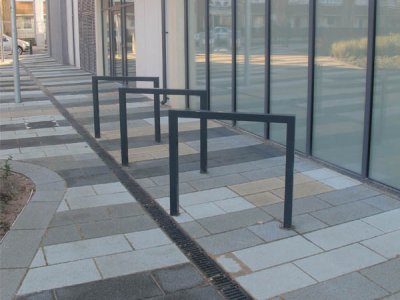 THE 690 Thetford galvanised steel cycle stands