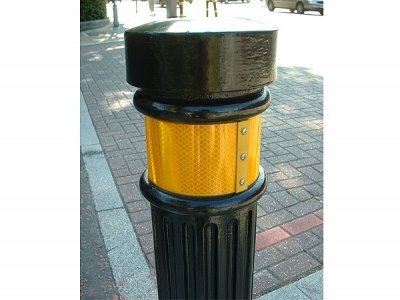 TRL900 Transport polyurethane bollard with reflective tape