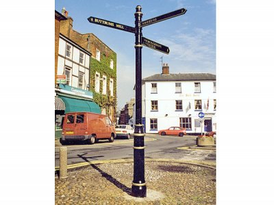 Westminster Fingerpost, FFL4 Lancer Finial