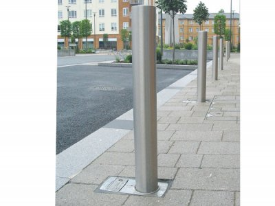 Stainless steel removable bollard in F1 socket