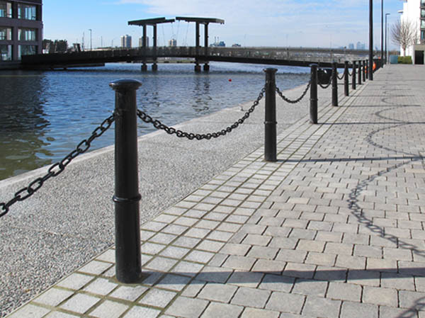 Brunel Root Fixed Or Removable Cast Iron Bollard