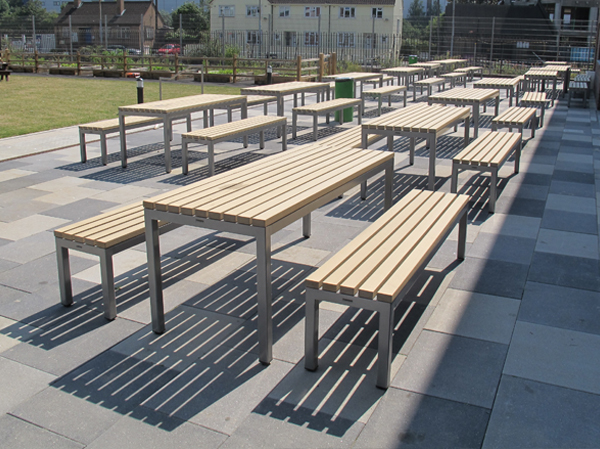 Parallel picnic benches tables for outdoor dining - Table jardin composite ...