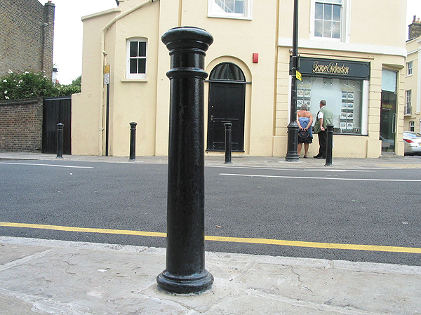 Manchester Cast Iron Bollards In Round Or Square Base